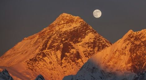 China's Ambitious Mt. Everest Tunnel is Unsettling India